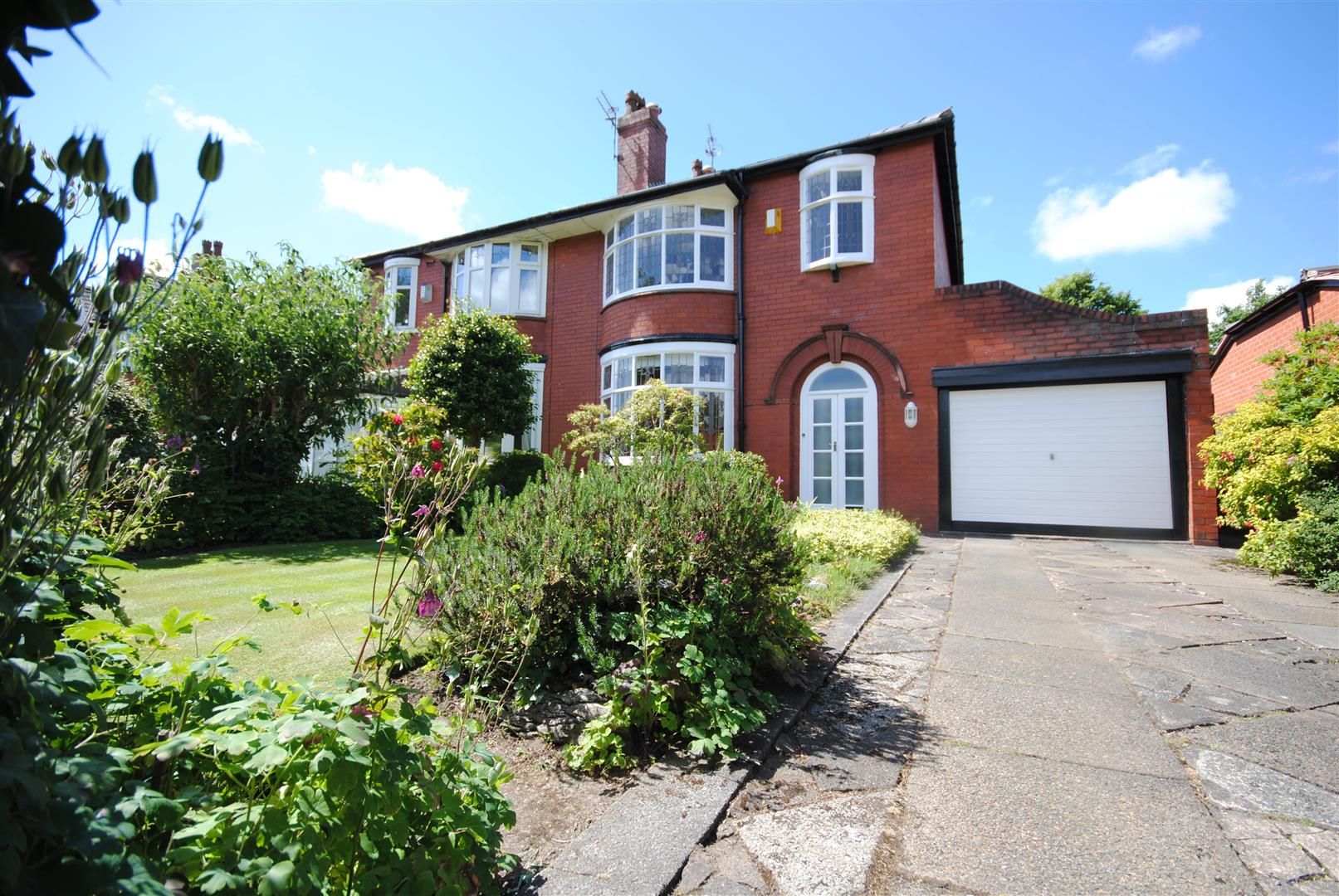 3 Bedrooms Semi Detached House for sale in Whitley Crescent, Whitley, Wigan.